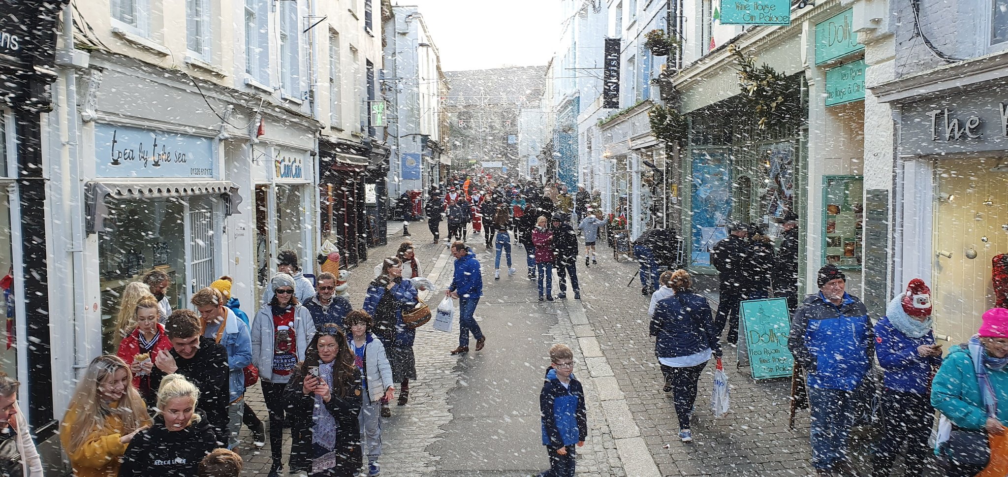 'Snow' falls on Falmouth's Festive Weekend - events programme