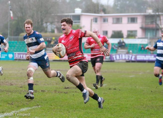 AJ Cant is about to score his try in the Cornish Pirates' 47-31 win at home to Coventry on Sunday. Picture: Brian Tempest