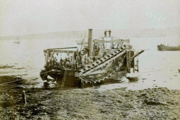 n The dredger Briton						       Pictures: David Barnicoat Collection