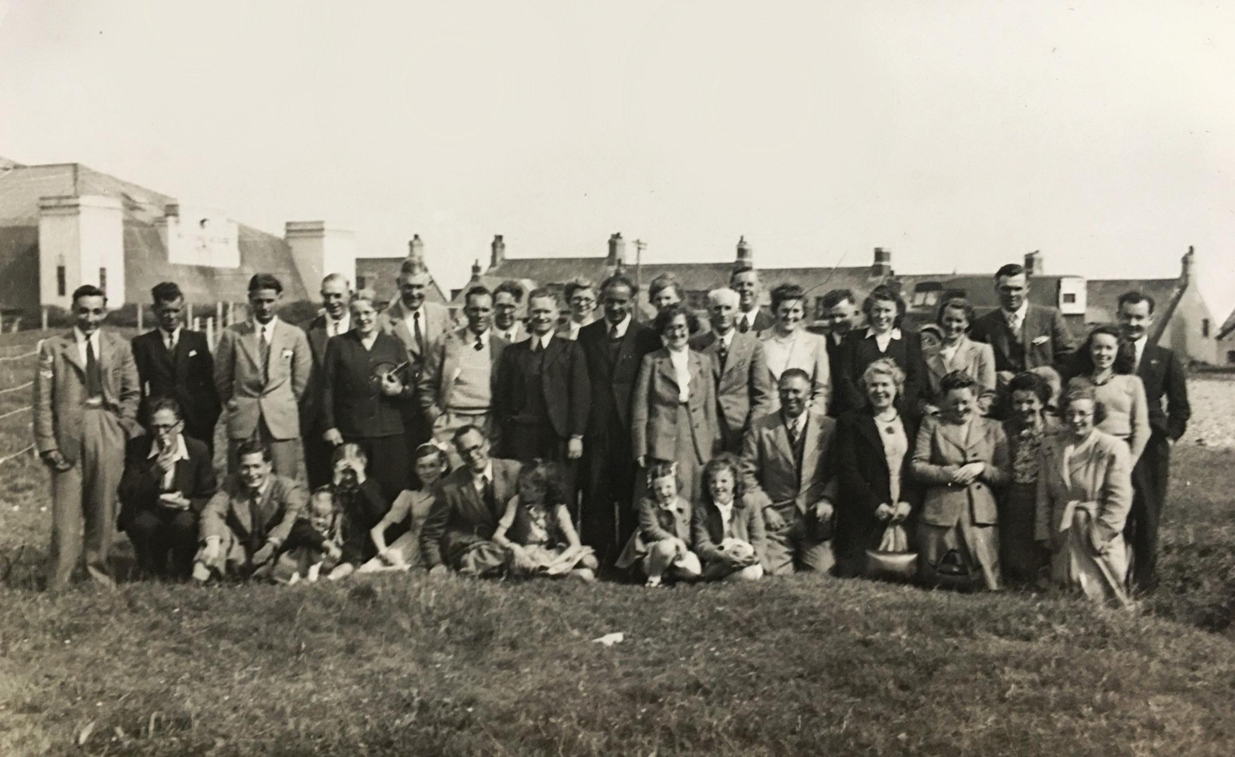 Laing staff and families outing 1947