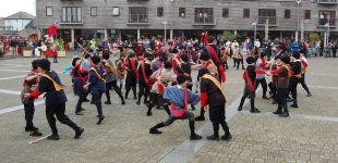 Roundheads and Cavaliers recreate a Civil War battle for the town's 350th birthday celebrations