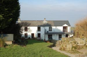 Extended property in semi-rural setting in Rame