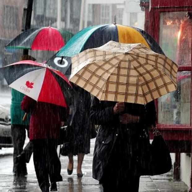 Gale force winds and rain which have battered Britain will ease this weekend