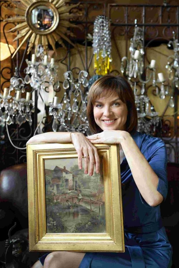 Fabulous Fiona and the Antiques Roadshow roll into town