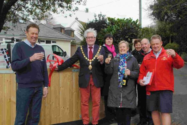 Builder, Mel Wright; mayor Geoffrey Evans; homeowner, Jenny Hoban with neighbours Kathy Lewis, Suzanne and Mike Morris and postman, Chris Ridgeon