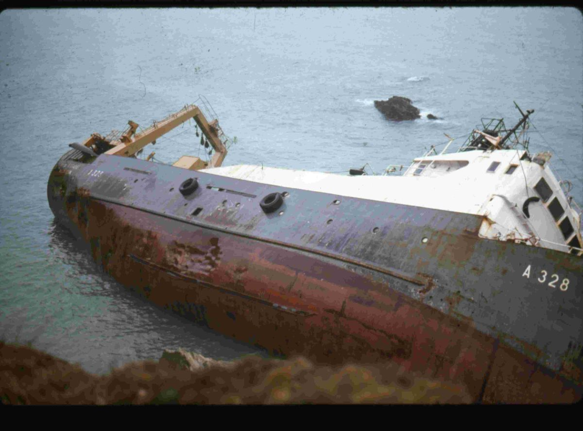 Look back in time: 'Epic' Falmouth rescue drama as trawler swept onto rocks