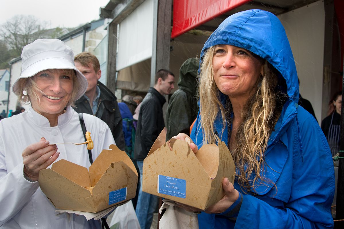 Porthleven Food & Musical Festival braves rain and wins