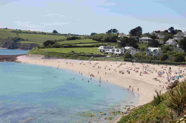 Teenager suffers serious leg injury in fall on rocks in Falmouth