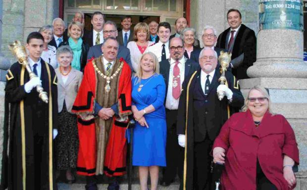 New Falmouth mayor is sworn in: PICTURES