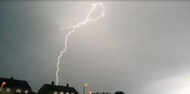 Thunder and lightning forecast to hit the south west tonight