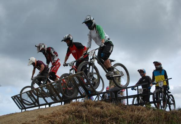 MOUNTAIN BIKING: Bikers leap to action for 4x championships in Falmouth VIDEOS + PICTURES