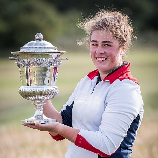 Emily Toy lifts the trophy. Picture: LEADERBOARD PHOTOGRAPHY