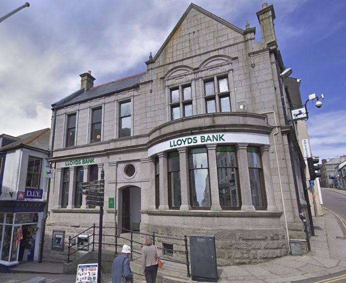 Lloyds bank in Helston is currently closed